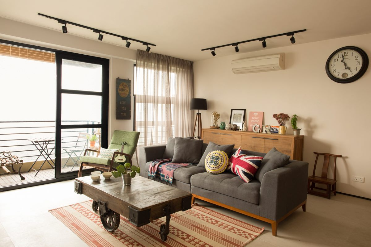 Industrial chic hong kong apartment wylie court by chinc for Home decor 3 room flat