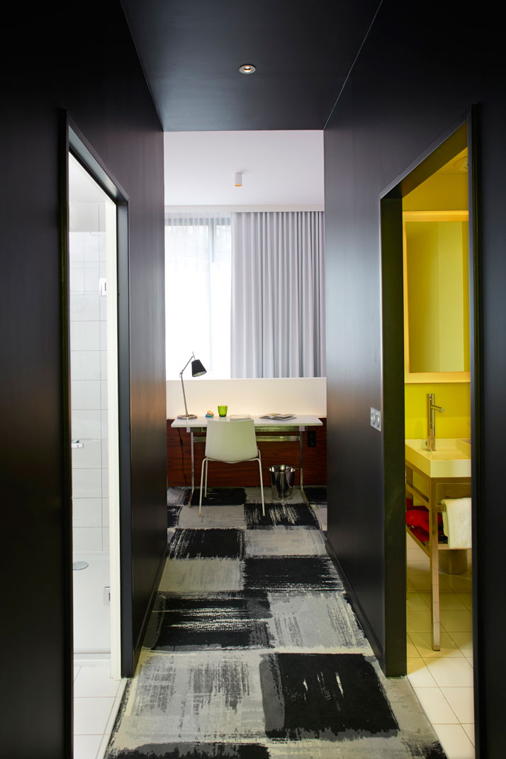 Powder pink room by by philippe starck mama shelter for Hotel design bordeaux