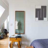 Small Space Living | Christophe Poyet's Retro-inpired Parisian Apartment