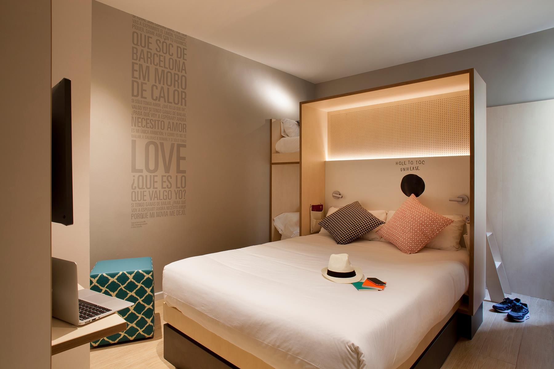October in barcelona toc hostel barcelona part 2 2 spoonful of home design - Toc toc barcelona ...