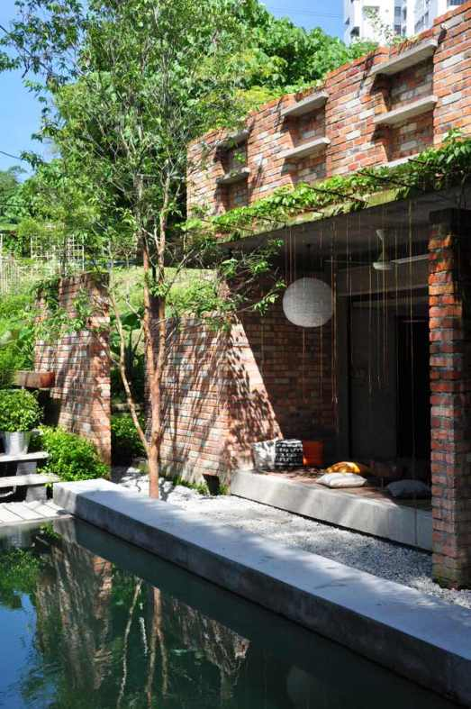 Left garden 01
